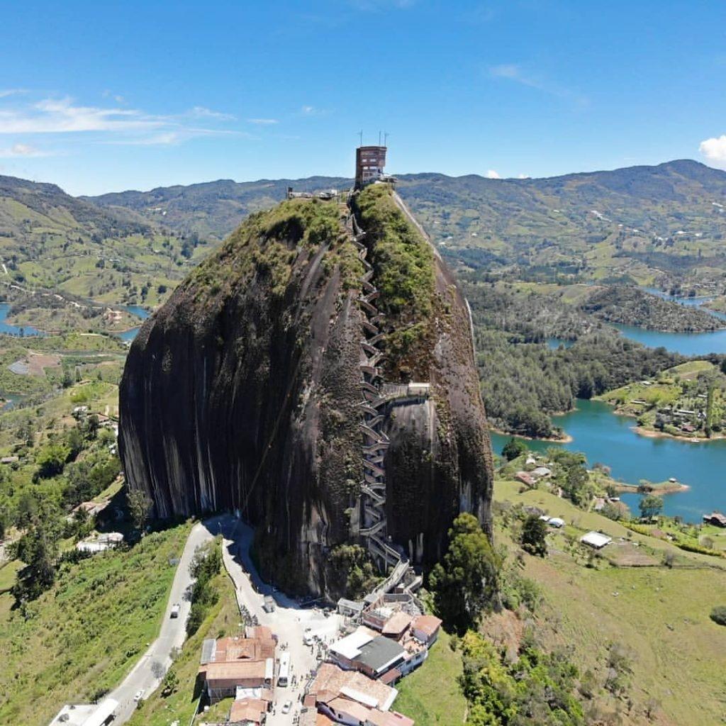 O Que Fazer Proximo A Medellin Penon De Guatape
