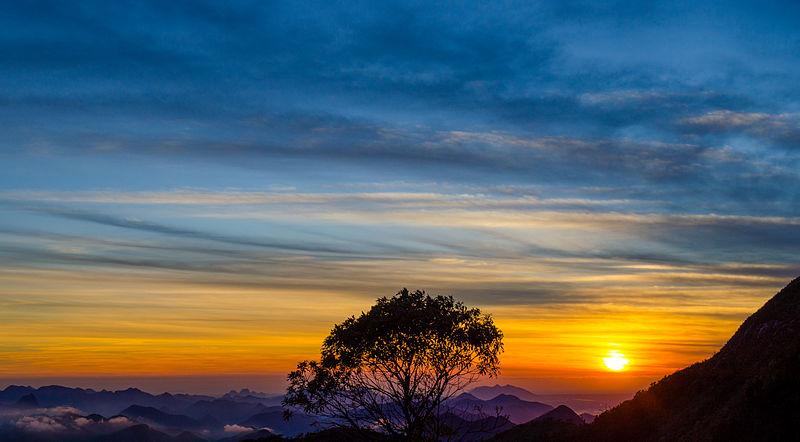 Nascer Do Sol Em Pico_do_Caledonia Situado No Parque Estadual Dos Tres Picos