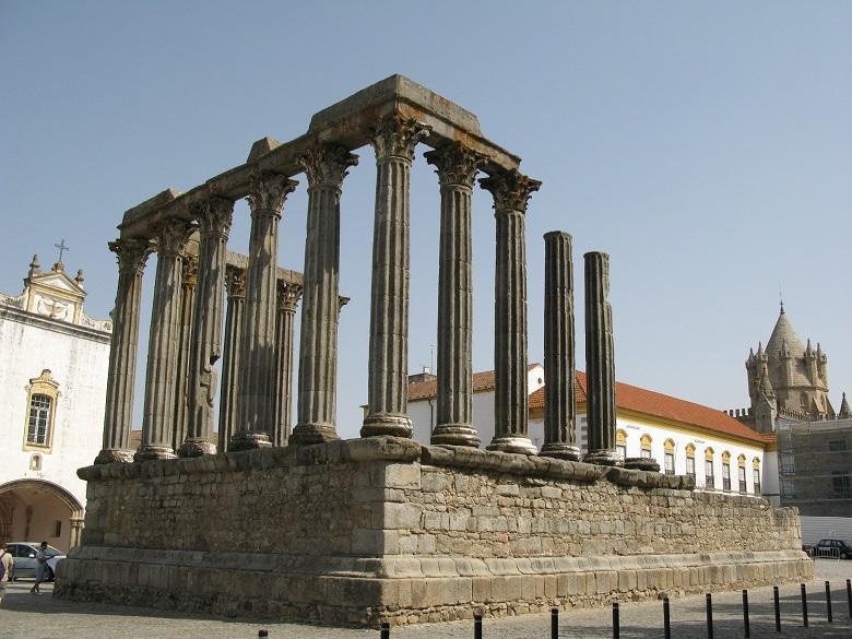 Templo Romano Em Evora